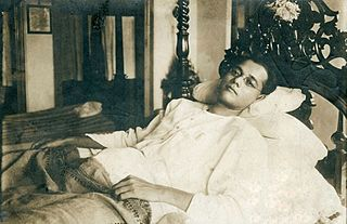 subhas_bose_at_his_residence_in_calcutta_in_the_late_1920s.jpg