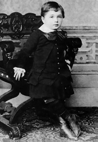 Albert_Einstein_at_the_age_of_three_(1882).jpg