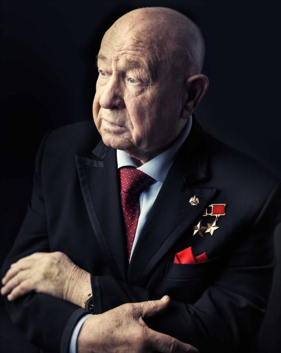 alexei-leonov-the-first-man-to-walk-in-space-photographed-at-the-age-of-80-in-his-office-in-moscow-on-march-12-2015.jpg