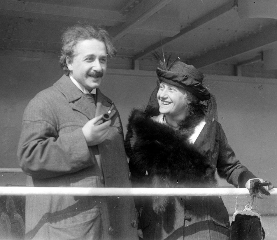 Einstein_Albert_Elsa_LOC_32096u.jpg