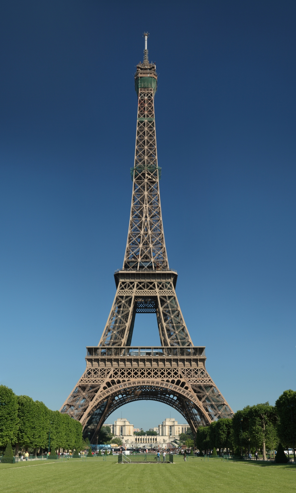 Tour_Eiffel_Wikimedia_Commons_(cropped).jpg