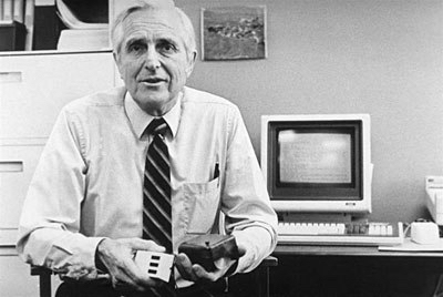 douglas-engelbart-in-1984-showing-the-first-mouse-and-a-new-one2.jpg